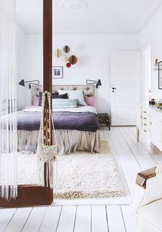 Chambre avec une touche de décoration scandinave.