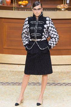 Chanel fall-winter 2015-2016 #PFW #fashion #moda #fashionwomancom