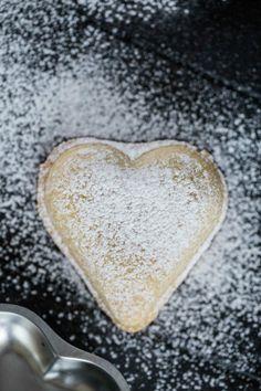 recept på vaniljhjärtan Fika, Dessert, Frases, Dog, Deserts, Postres, Desserts, Plated Desserts