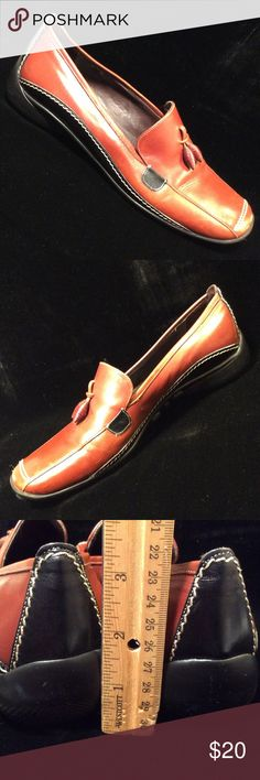 Sz 6 Sesto Meucci Brown & Black Comfort Loafers Looks like they may run a little larger. However they look like the definition of comfort! Sesto Meucci Shoes Flats & Loafers