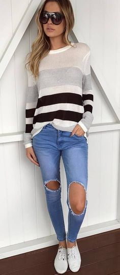 incredible fall outfit : grafic sweater + ripped jeans + sneakers