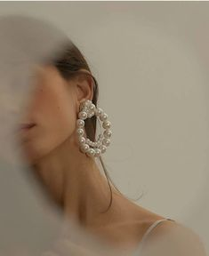 Image about fashion in Accessories ? by ⚘ on We Heart It – Jewelry Jewelry Photography, Photography Poses, Fashion Photography, Classy Aesthetic, Beige Aesthetic, Jewelry Accessories, Fashion Accessories, Fashion Jewelry, Bead Jewelry