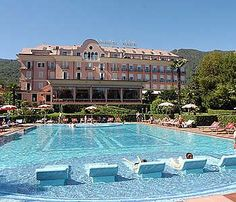 Court - here is our hotel for Italy the 12th - 14th. Hotel Splendid in Baveno Italy, On the shore of Lake Maggino.