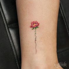 Cute and Tiny Floral Tattoos for Women Tiny Floral Ankle Tattoo von Graffittoo Mini Tattoos, Rose Tattoos, Body Art Tattoos, Small Tattoos, Tatoos, Small Flower Tattoos For Women, Small Poppy Flower Tattoo, 3d Flower Tattoos, Small Lotus Tattoo