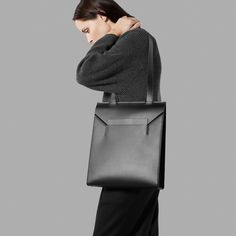 The Tote - Everlane 11 inches wide, 14 inches tall, 3 inches for the base Italian Leather Handbags, Modern Essentials, Minimal Fashion, Minimal Style, Shades Of Black, Bellisima, Gifts For Women, Bag Accessories, Shoe Bag
