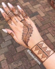 We have got a list of top Arabic Mehndi designs for Hand. You can choose Arabic Mehndi Design for Hand from the list for your special occasion. Best Arabic Mehndi Designs, Small Henna Designs, Finger Henna Designs, Modern Mehndi Designs, Mehndi Design Photos, Mehndi Designs For Fingers, Beautiful Henna Designs, Latest Mehndi Designs, Henna Tattoo Designs