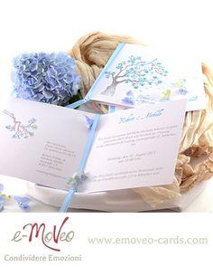 Blue Spring wedding invitation card by e-MoVeo Cards Blaue Blütenblätter Hochzeitseinladungen Partecipazione matrimonio con fiori blu ad acquarello by e-MoVeo cards Online Shop on www.emoveo-cards.com
