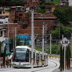 """Metro de Medellín on Instagram: """"Por el centro de la ciudad, por un corredor lleno de arte urbano, cultura y comercio, el #TranvíaDeAyacucho te transporta hasta tu lugar de…"""" Street View, Instagram, Hall Runner, Urban Art, Centre, Cities, Culture, Historia"""