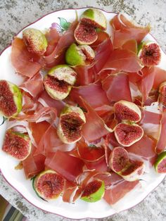 Croatian Figs & Prosciutto even nicer with thinly sliced ripe pears Croatian Cuisine, Croatian Recipes, Italian Recipes, Wine Recipes, Cooking Recipes, Healthy Recipes, Big Mac, Prosciutto, Dubrovnik