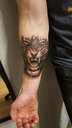 Ink done on right hand Ink done on right hand - Ink done on right hand Ink done on right hand Best Picture For finger tattoo For Your T - Wolf Tattoos, Lion Head Tattoos, Forarm Tattoos, Forearm Sleeve Tattoos, Tattoo Sleeve Designs, Bicep Tattoo Men, Tattos, Tiger Hand Tattoo, Hand Tattoos