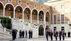 place d'armes au palais de monaco review of the guards in winter attire   #monaco  http://stampingwithbibiana.blogspot.com/