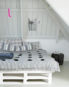 Pallet bed.  like the ticking    Google Image Result for http://4.bp.blogspot.com/-vbyuPzEvvTM/T6KNlaKpQyI/AAAAAAAAJaw/GvhqqqcwPFg/s1600/pallet%2Bwood%2Bbed%2Bvia%2Bvtwonen1.jpg