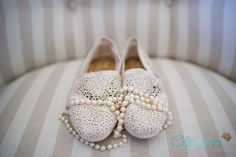 Who says you can't be comfortable on your wedding day!? | Wedding Shoes by @owntomsshoes | Wedding Idea | Wedding Photography