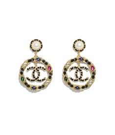 Discover the latest collection of CHANEL Costume jewelry. Explore the full range of Fashion Costume jewelry and find your favorite pieces on the CHANEL website. Stone Jewelry, Metal Jewelry, Beaded Jewelry, Vintage Jewelry, Jewelry Tags, Bridal Jewelry, Jewelry Accessories, Grandmother Jewelry, Jewelry Editorial