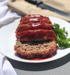 A juicy and moist keto meatloaf recipe. Your favorite classic style meatloaf made without the carbs. Ketogenic Diet Meal Plan, Keto Meal Plan, Diet Meal Plans, Low Carb Keto, Low Carb Recipes, Beef Recipes, Cooking Recipes, Traditional Meatloaf Recipes, Low Carb Meatloaf