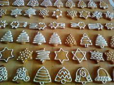 Christmas Cupcakes, Gingerbread Cookies, Xmas, Christmas Ideas, Cookie Cutters, Halloween, Decor, Chip Cookies, Christmas Crackers
