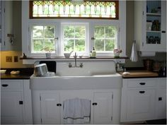 We Kept The Double Drainboard Sink That Came With The House Photo: This Photo was uploaded by msteinen. Find other We Kept The Double Drainboard Sink Th. Vintage Farmhouse Sink, Vintage Sink, Farmhouse Sink Kitchen, Farm Sink, Old Kitchen, Country Kitchen, Vintage Kitchen, Kitchen Ideas, 1920s Kitchen