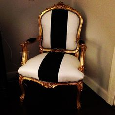 LOVE this black and white chair!
