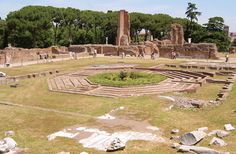 Rome's Top 10 : Roman Forum - Palatine Hill Features - Domus Augustana    All that remains of the private wing of Domitian's imperial extravaganza are the massive substructure vaults.