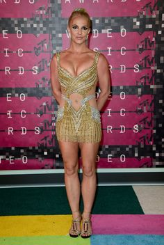 Pin for Later: On Aura Rarement Vu des Looks de Tapis Rouge Aussi Sexy Britney Spears En Labourjoisie.