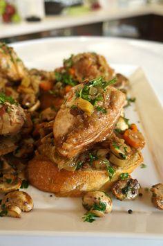 Κοτόπουλο κρασάτο με Κουμανταρία   Κοκκινιστό μοσχαράκι με πάπρικα  Τάρτα με μελίχλωρο και λιαστά ντοματίνια Cupcakes Κοκ Main Meals, Chicken Wings, Food, Essen, Meals, Yemek, Eten, Buffalo Wings