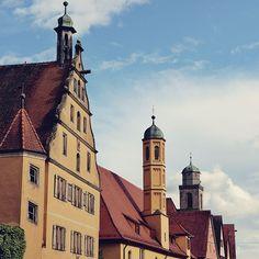 Telhados e torres da incrível Nördlingen na Alemanha uma cidade pequena mas com mais de 1100 anos de história. . . . #alemanha #germany #alemanha #deutschland #visitgermany #germanytourism #Nördlingen #bavaria #bayern #bestplacestogo #bestvacations #cities #city #travelphotography #vacaciones #viajar #viajando #instatravel #lovetravel #wanterlust #viajeros #viagens #viaggio #instapassport #instatraveling #mytravelgram #travelgram #travelingram #igtravel #sundaycooks