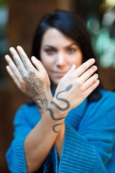 Awesome Hand Tattoos Idea for Women