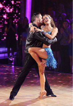 Wonder Years actress and author Danica McKellar danced a Salsa, on tonight's season 18 episode 7 of Dancing with the Stars with Vaks Chmerkovskiy for the Latin Dwts Dancers, Tango Dancers, Salsa Videos, Party Anthem, Val Chmerkovskiy, Mark Ballas, Stars Tonight, Danica Mckellar, Partner Dance