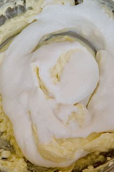 TORT DE MORCOVI CU NUCI, MASCARPONE SI CIOCOLATA ALBA | Diva in bucatarie Camembert Cheese, Smoothie, Food And Drink, Cooking, Cake, Desserts, Sweets, Mascarpone, Kitchen
