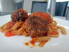 Opskrift på Pasta med italienske kødboller og tomatsauce