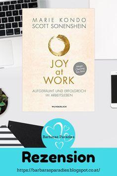 In ihrem neuesten Buch Joy at Work: Aufgeräumt und erfolgreich im Arbeitsleben gibt die Aufräum-Expertin Marie Kondo gemeinsam mit Unternehmensexperte Scott Sonenshein Tipps, wie man den Arbeitsplatz aufräumen kann und das Arbeitsleben besser organisieren kann. Nicht nur für Fans der KonMari-Methode! In meiner Rezension auf meinem Blog erfährst du mehr! #aufräumen #ausmisten #arbeitsalltag #rezension #konmari #mariekondo