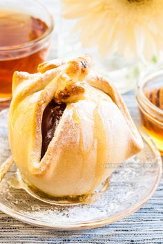 Stuffed Apples in Pastry. Stuffed apples in pastry a very tasty healthy and interesting looks dessert. You could stuff apples with any kinds of your favorite nuts. Baked Stuffed Apples, Baked Apples, A Food, Good Food, Food And Drink, Yummy Food, Tasty Pastry, Puff Pastry Recipes, Fun Desserts