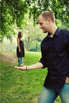 And who needs photoshop when you can just use your imagination. | 26 Tips For Taking The Perfect Engagement Photo
