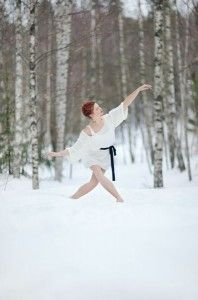 What's your vision of winter? Cold, snow everywhere, or simply a more temperate time of year? Is it crisp days that make your nose crinkle or soft sunshine and no air-conditioning? No matter what kind of winter you have, there's [. Ballet Poses, Dance Poses, Snow Dance, Dance Photo Shoot, Dance It Out, Winter Love, Photoshoot Inspiration, Portrait Inspiration, Senior Photography