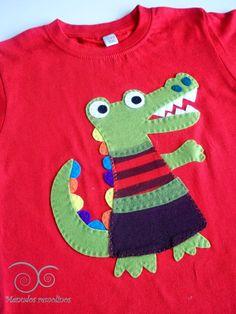 Menudos Remolinos Tree Skirts, Diy And Crafts, Sewing, Holiday Decor, Sweatshirts, Sweaters, T Shirt, Baby, Ideas