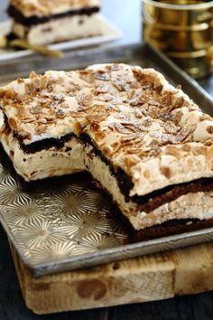 מתכון לעוגת שכבות מרשימה, קלה להכנה וללא חיתוך של שכבות, עם בסיס שוקולדי ועם מלית של קצפת קפה. עוגה ללא גלוטן שמתאימה לפסח ולכל ימות השנה.