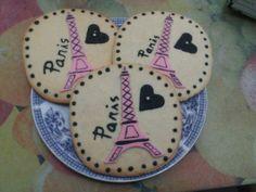 Butter cookies gigantes que me han regalado unas lectoras de Castellón, dedicadas a mi novela REGÁLAME PARÍS.