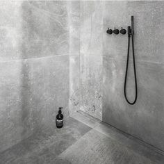 Lekkert med Unidrain spesialrenne Spesialrenner er den fleksible løsningen til baderom av alle størrelser. Med spesialrenner kan du bestille gulvavløp som avviker fra standardmål.I tillegg kan du velge å få gulvavløp opp mot flere vegger hvis det er ønskelig #rørkjøp Toilet, Bathrooms, Sink, Bathtub, Interiors, Shower, Places, House, Instagram
