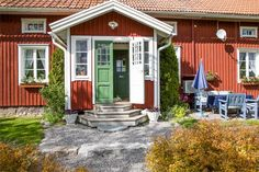 ~ H e m n e t . s e ~ Scandinavian Cottage, Small Wooden House, Sweden House, Red Houses, Summer Cabins, Dream House Interior, Future House, My House, Classic House