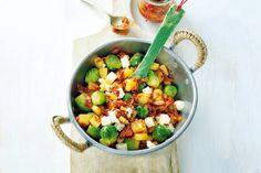 Kijk wat een lekker recept ik heb gevonden op Allerhande! Spruitjesroerbak met aardappel en spek