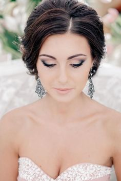 Wedding makeup for green eyes and black hair - smoky bridal makeup for brunettes