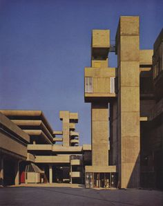 This awful architecture was demolished - Tricorn Shopping Centre, Portsmouth, UK, 1966 (Demolished (Owen Luder… British Architecture, Modern Architecture Design, Modern Buildings, Brutalist Buildings, Portsmouth, Spaceship Interior, Concrete Structure, Concrete Jungle, Built Environment