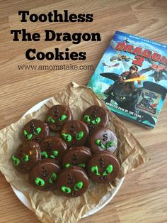 These How To Train Your Dragon Cookies are super easy and super cute! Win Win!