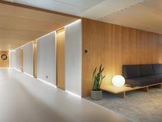 Entourage Clinic, Lausanne, 2015 – Ralph Germann architectes s. – Home Decor Ideas – Interior design tips Dental Office Design, Medical Design, Healthcare Design, Clinic Interior Design, Clinic Design, Lobby Design, Hotel Corridor, Cabinet Medical, Hospital Design