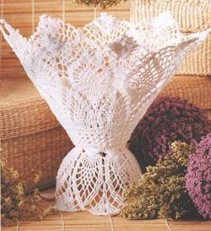 Sonho de croche: Já pensou em decorar seus vasos de flor? Crochet Doily Diagram, Crochet Doily Patterns, Crochet Doilies, Crochet Flowers, Unique Crochet, Beautiful Crochet, Vintage Crochet, Crochet Vase, Crochet Gifts