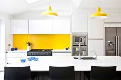 White, black, stainless steel and a vibrant splash of yellow. (De Pyram)