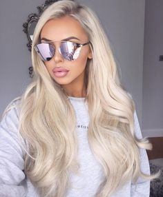 Platinum Blonde Hair, Blonde Wig, Belle Silhouette, Braut Make-up, Lace Hair, Brown To Blonde, Silky Hair, Blonde Highlights, Gorgeous Hair