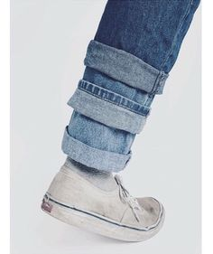 16 examples that show that 2017 will be a year with the limits of jeans fashion - Kaan - FASHION every day - Denim Fashion Denim Ideas, Denim Trends, Moda Vintage, Vintage Denim, Jean Rapiécé, Fashion Details, Fashion Design, Fashion Trends, Denim Fashion