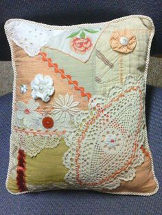how to do crazy patchwork Sewing Pillows, Diy Pillows, How To Make Pillows, Handmade Pillows, Pillow Ideas, Crazy Patchwork, Crazy Quilting, Embroidery Transfers, Embroidery Stitches