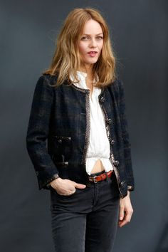 Chanel jacket envy Chanel Style Jacket, Chanel Coat, Style Matters, Couture Jackets, Pretty Outfits, Pretty Clothes, Chanel Couture, Chanel Fashion, Vintage Jacket